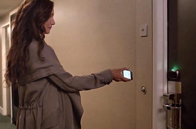 از گوشی خود برای باز کردن در اتاق هتل استفاده کنید