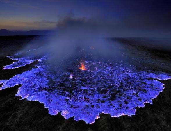 فوران آتشفشان آبی