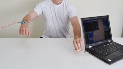 سرقت اطلاعات رایانه فقط با اشاره دست