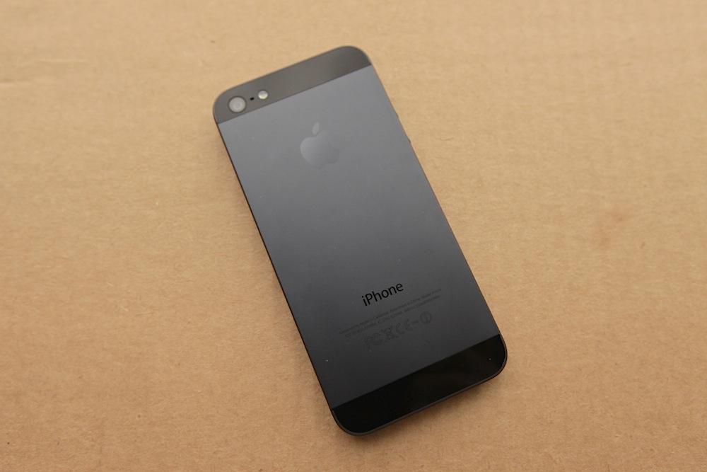 اپل برای حل مشکل باتری آیفون 5 بعضی قطعات را جایگزین میکند