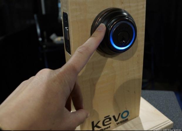 قفل هوشمند Kevo شرکت Kwikset با فناوری بلوتوث در نمایشگاه CES لاس وگاس