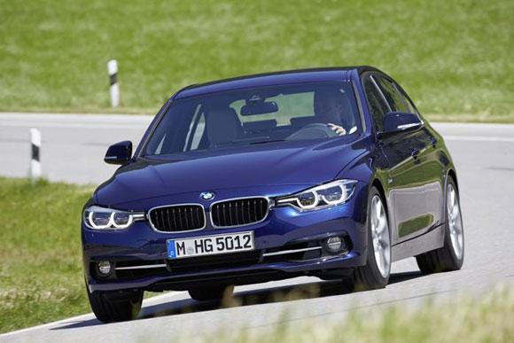 2015 BMW سری 3 یک جراحی صورت را تجربه کرده است