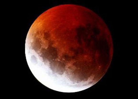 امشب ماه سرخ رنگ خواهد شد