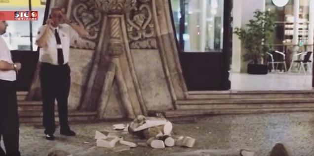 تخریب مجسمه ی 126 ساله به دلیل گرفتن سلفی عجیب توریست