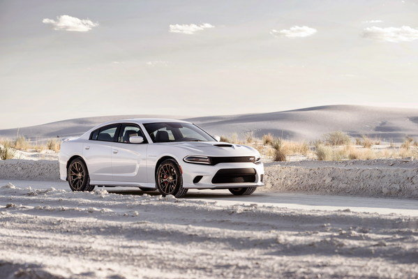 2015-dodge-charger-srt-he-10_600x0w