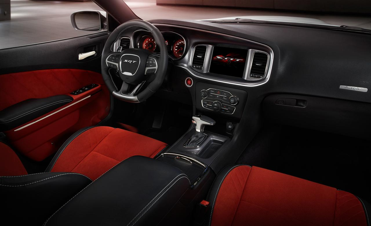 2015-dodge-charger-srt-hellcat-interior-5