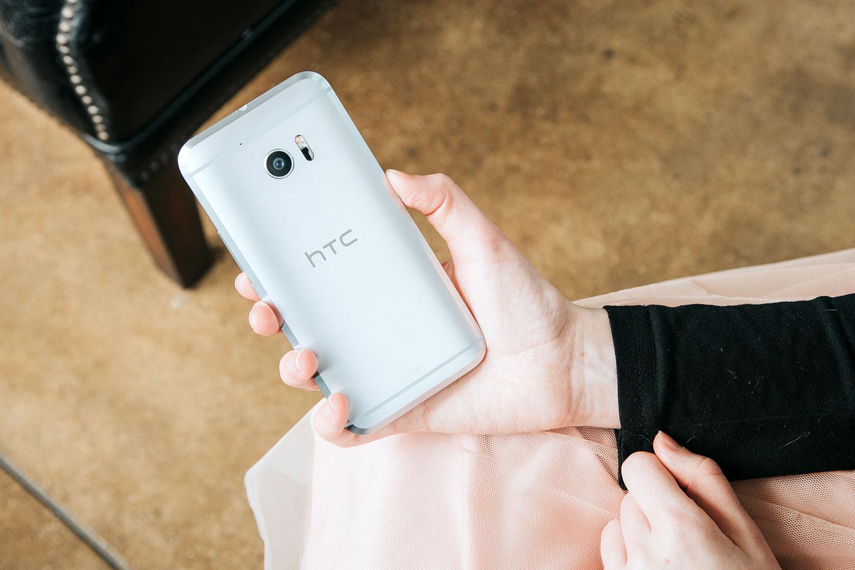 بررسی گوشی HTC BOLT