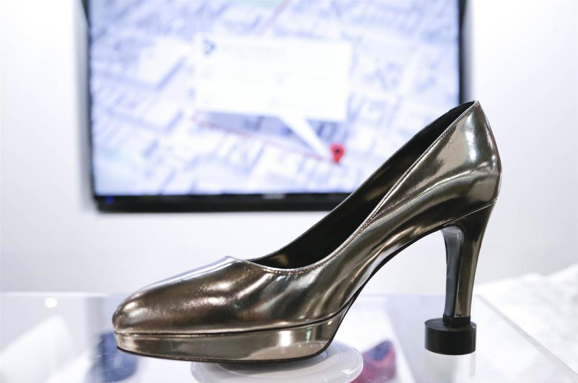 Zhore-Tech از تکنولوژی پاشنه قابل تنظیم کفش زنانه می گوید