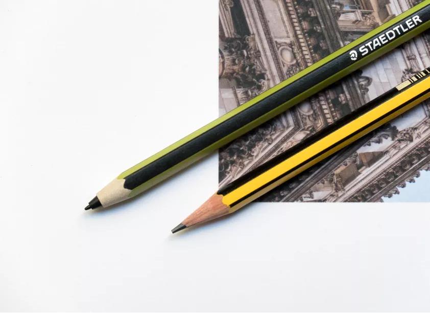 مداد استدلر سامسونگ 5000 بار جذابتر از مداد اپل است