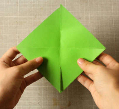 مرحله پنجم ساخت فرفره کاغذی