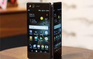 یک گوشی هوشمند با دو صفحه نمایش جدا از هم