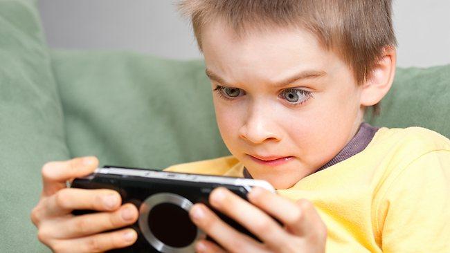 عوارض خطرناک بازی های کامپیوتری و گوشی برای کودکان